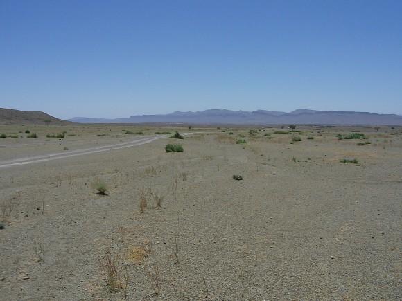 Krajina v okolí marockého Ouarzazatu se k projektům solární energetiky přímo nabízí. Zdroj: Radomír Dohnal