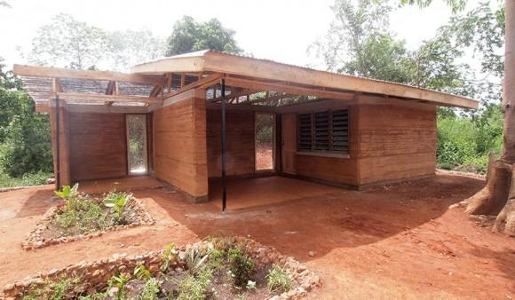 """""""Jednoduché a přitom solidní bydlení pro ghanský venkov."""" Zdroj: Nka Foundation"""