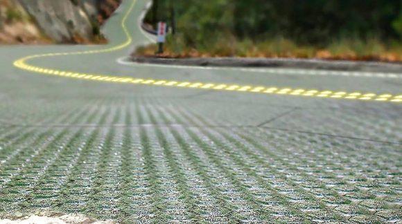 """""""Vybraný úsek fenomenální silnice č.66 k solarizaci je jen prvním krokem na dlouhé cestě. Ale i cesta může být cíl."""" Zdroj: Solar Roadways"""