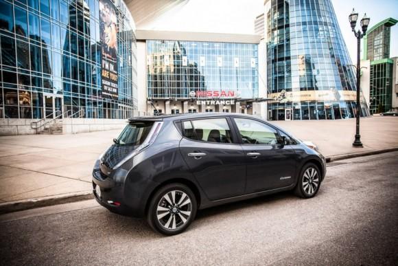 Elektromobil Nissan Leaf. V ČR se bude prodávat od července za cenu 715 000 Kč vč. DPH. foto: Nissan