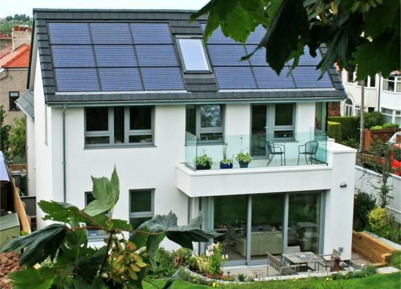 """""""Optimální orientace domu vůči světovým stranám, vhodné osazení solárních panelů. Žádná magie v tom není."""" Zdroj:John McCall Architects"""