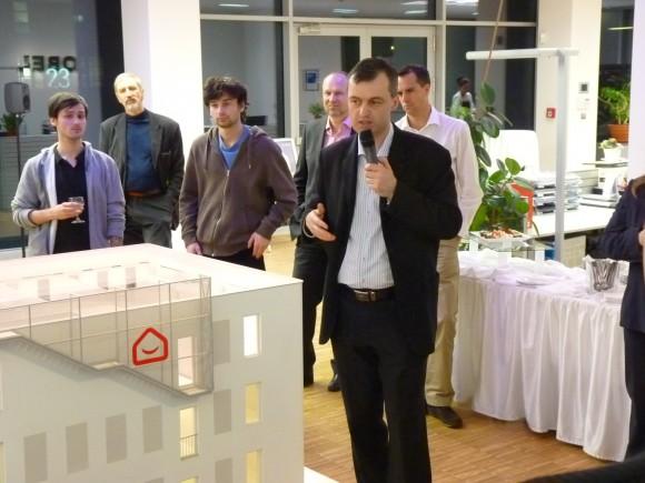 Radim Václavík představuje svůj projekt pasivní administrativní budovy, foto: Ekobydlení.eu