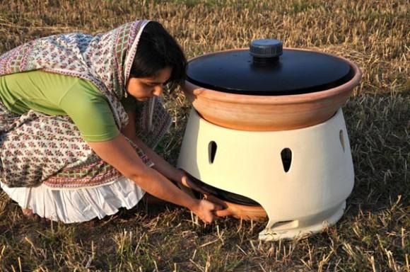 Pět litrů čisté pitné vody za jeden den, bez námahy a práce. Malý zázrak. foto: Gabriele Diamanti