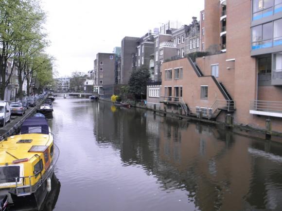 """Město posazené na vodě, Amsterdam, odchází s hodnocením """"D"""". Pořád je ale lepší, než stověžatá a smogem se dusící Praha.Zdroj: Radomír Dohnal"""