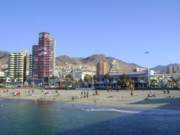 """""""Chile vytvořilo na svém území podmínky, které lichotí rozvoji solární energetiky. O zbytek se už stará slunce."""" Zdroj: PipeMaster89/Wikimedia.org"""