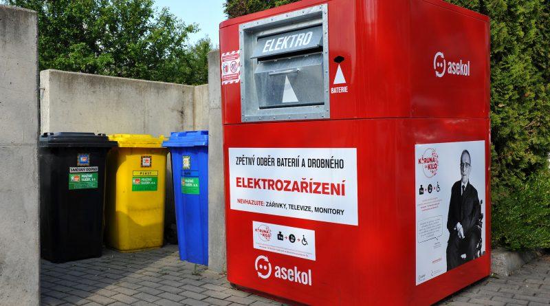Červený elektrokontejner ASEKOL pro zpětný odběr elektroodpadu
