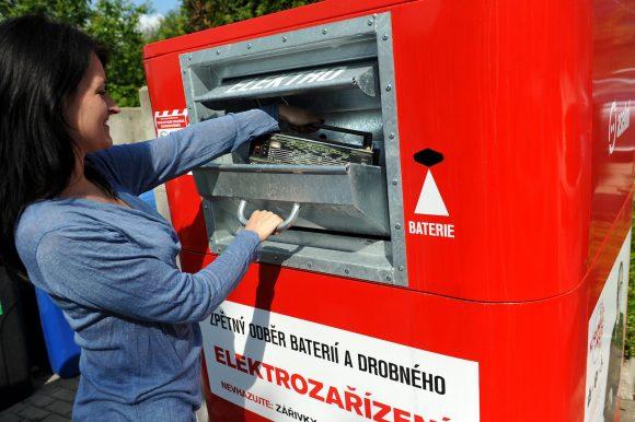 Elektroodpad patří do červeného kontejneru! foto: ASEKOL