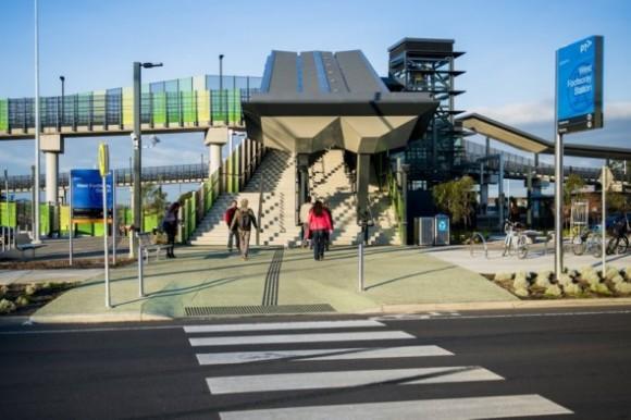 Prvních pět železničních stanic ve státě Victoria doznalo vítaných změn, další zastávky prý budou následovat. Zdroj: Reneweconomy