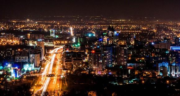 Kazašská metropole Almaty rozhodně není nějakou středoasijskou vesnicí. Zdroj: CleanTechnica/ wikimedia -  CC BY-SA 3.0