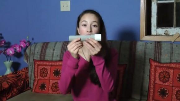 Ann Makosinski se svým prototypem LED svítilny na lidské teplo. foto: YouTube