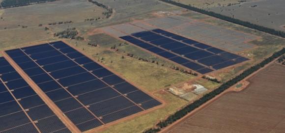 Australská solární elektrárna Nyngan. foto: AGL