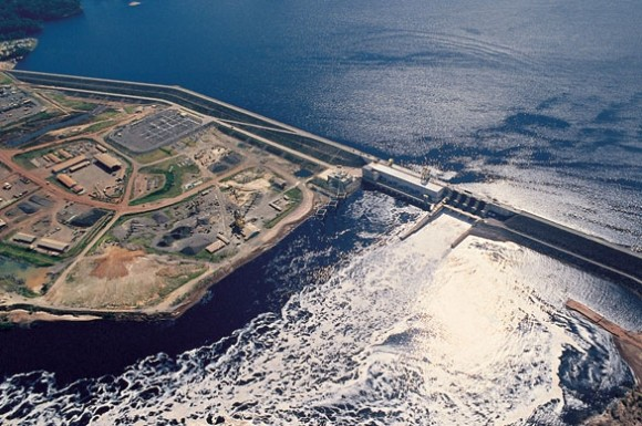 """""""Dosud vodní elektrárna Balbina produkovala více emisí skleníkových plynů, než uhelná elektrárna."""" Zdroj: Wikimedia Commons"""