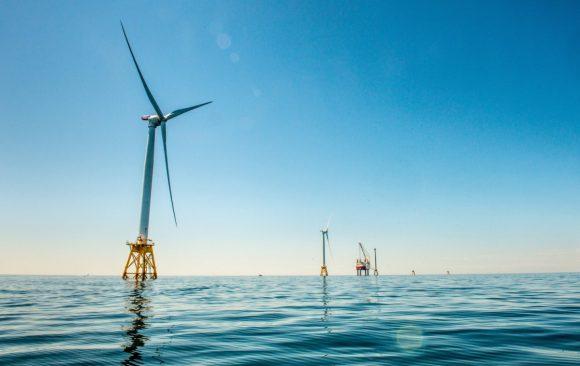 """""""Třicet MW pro jeden ostrov může brzy znamenat tisíce GW pro celé Spojené státy."""" Zdroj: Deepwater Wind"""