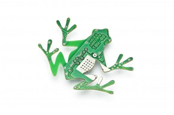 Recyklace elektroodpadu v praxi: nemusí končit na skládce. Naopak z něj může být šperk nebo jiný zajímavý módní doplněk. foto: Trashmade
