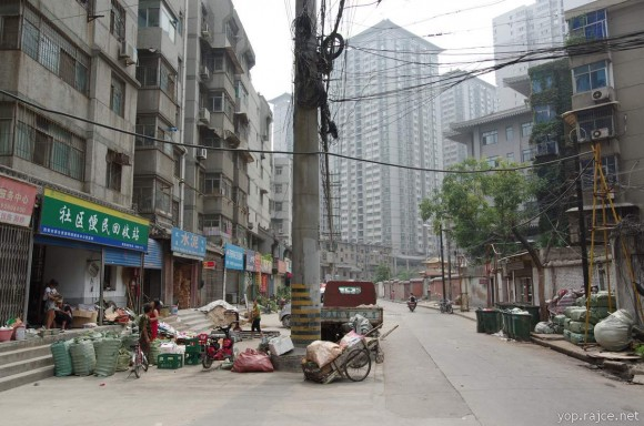 """""""Nejdřív Peking, pak ostatní čínské metropole. Uzavírání uhelných elektráren a dolů je teď na programu dne."""" Zdroj: Jonáš Bambas"""