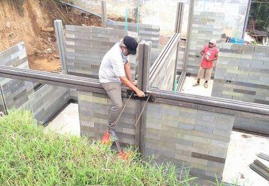 V Kolumbii staví domy z plastových odpadů
