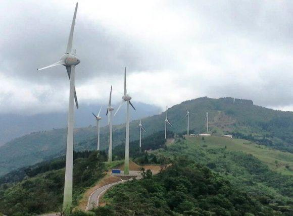 """""""Zvýšit podíl větrné a solární energie znamená snížit tlak na vodní elektrárny a životní prostředí."""" Zdroj: TierraAmerica"""