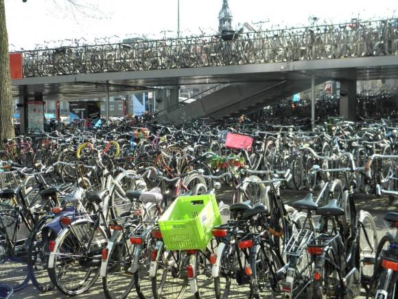 """""""Situace s parkováním kol v okolí Central Station je skutečně kritická."""" Zdroj: Radomír Dohnal"""