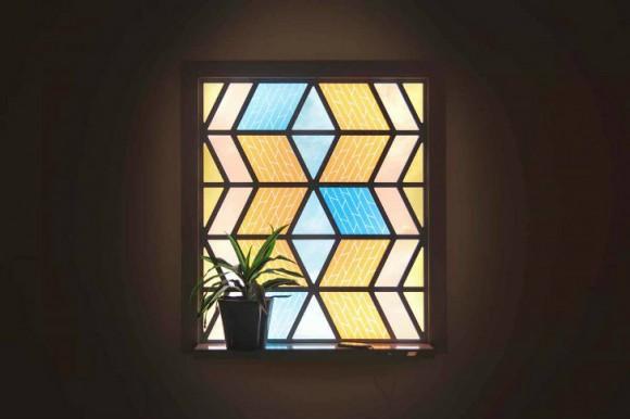 Švýcarská mozaiková okna slouží zároveň jako miniaturní elektrárny. foto: Solaronix