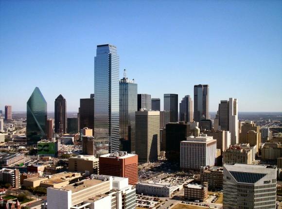 """""""Dallas, 9. největší město USA, ukládá závazné podmínky a nové stavební standardy pro všechny připravované projekty"""". Zdroj: Alvinrune, English language Wikipedia"""