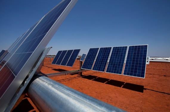 """""""Solární panely budou schopny měnit v průběhu dne svůj náklon, aby optimalizovaly příjem dopadajícího slunečního záření."""" Zdroj: JUWI group"""