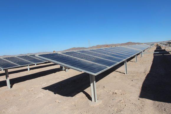 """""""Problém Chile není v nedostatku solární energie, ale v nefungující rozvodné síti."""" Zdroj: Inhabitat.com"""