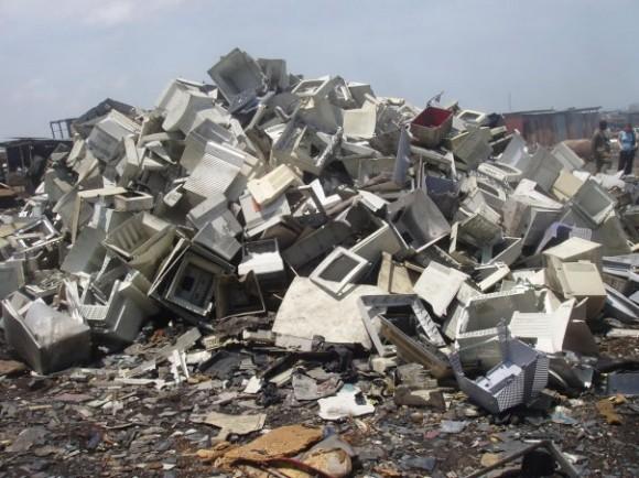 Elektroodpad představuje cenný zdroj surovin, které by neměly zůstávat na skládce. Zdroj: ewasteguide.com