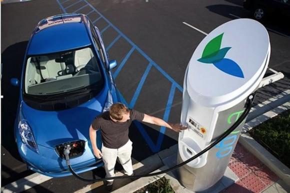 Tisíce nových odbíjecích stanic otevírají v Americe i ty nejzazší kouty elektromobilům. Zdroj: plugincars.com