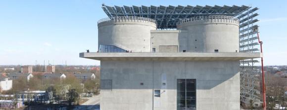 Železobetonové monstrum na kraji Wilhelmsburgu se mění na víceúčelovou elektrárnu. foto: Martin Kunze, iba-hamburg.de