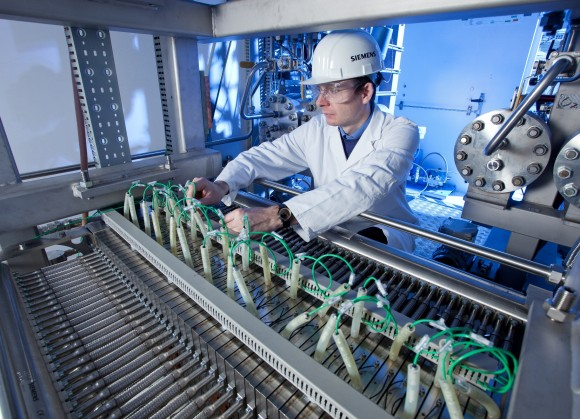Inženýři společnosti Siemens vyvinuli elektrolyzér založený navýměně protonů s reakční dobou vřádech milisekund. Je tedy vhodný pro nestabilní toky elektrické energie. foto: Siemens