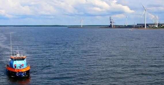 """""""Pokud se zařízení u Pori Tahkoluoto osvědčí, Finsko zvažuje zavedení větrných elektráren."""" Zdroj: CleanTechnica.com"""