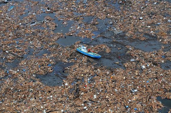 """""""Největší nebezpečí nepředstavují ani tak velké kusy plastů, jako drobné částečky, mikroplasty."""" Zdroj: Wikimedia.org"""