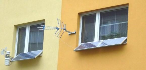 Solární panely lze legálně umístit i před okna obytných domů a získat tak až 180W na jedno okno. foto: pocasi-decin.cz