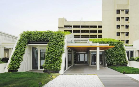 """""""Zelené střechy a vertikální stěny s vegetací se staly ústředními body architektonické koncepce."""" Zdroj: Ronald Lu & Partners"""
