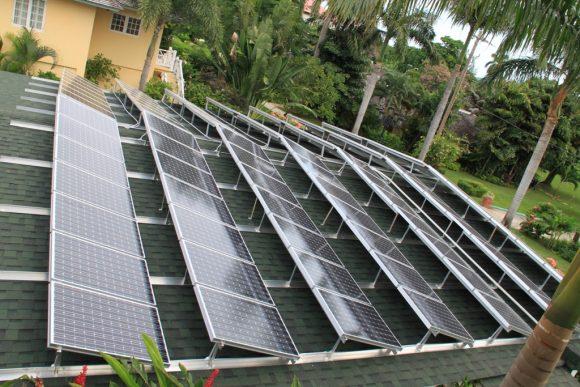 """Solární instalace na rezidenci v Sandals Montego Bay.""Zdroj: coming-to-jamaica.com"