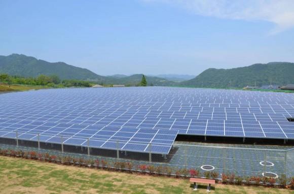 Japonsko dosáhlo 10 GW solárních instalací během dvou let, a připravuje dalších 70 GW. Zdroj: Kyodo