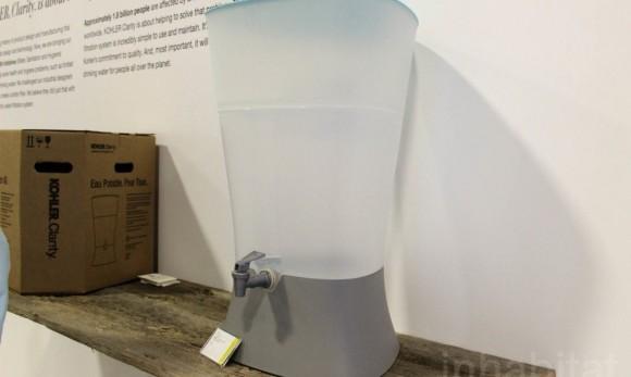 """""""Keramický filtr by měl být schopen čistit vodu bez přerušení po dobu jednoho roku."""" Zdroj: KOHLER"""