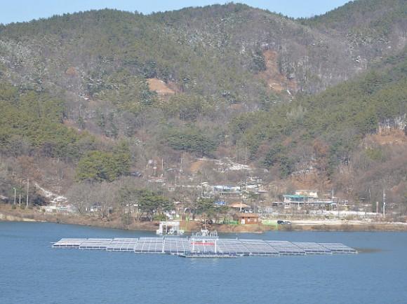 Pokud se zařízení od SPK osvědčí, hodlá Jižní Korea zavádět plovoucí solární elektrárny v širším měřítku.  Zdroj: SolarParkKorea