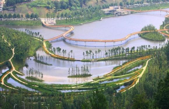 """""""Park, který mění nelichotivé okolí města na přírodní oázu.""""Zdroj: Turenscape"""