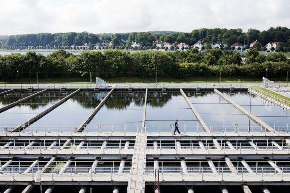 """""""Pohled na čistírnu odpadních vod se může změnit. Místo odpadních vod tu leží nevšední zásobárna energie."""" Zdroj: Aarhus Water"""
