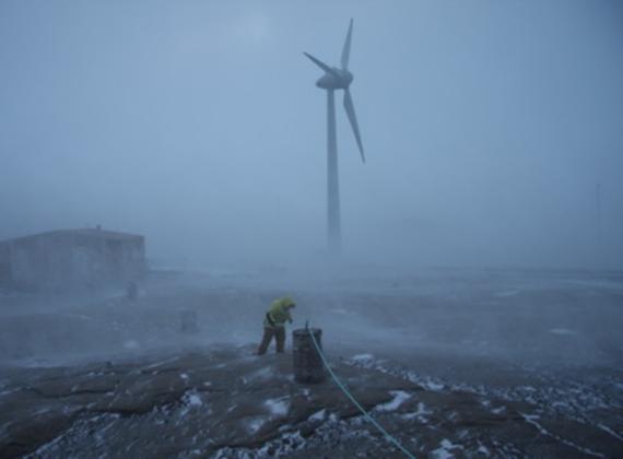 Mrazivé pustiny Jižního pólu nejsou pro větrné farmy překážkou. Zdroj: CleanTechnica.com