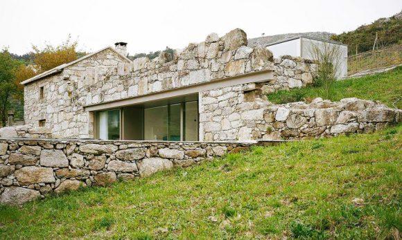 """""""Rekonverze, tedy přepracování původního účelu objektu, je stále častějším námětem práce architektů."""" Zdroj: Brandao Costa"""