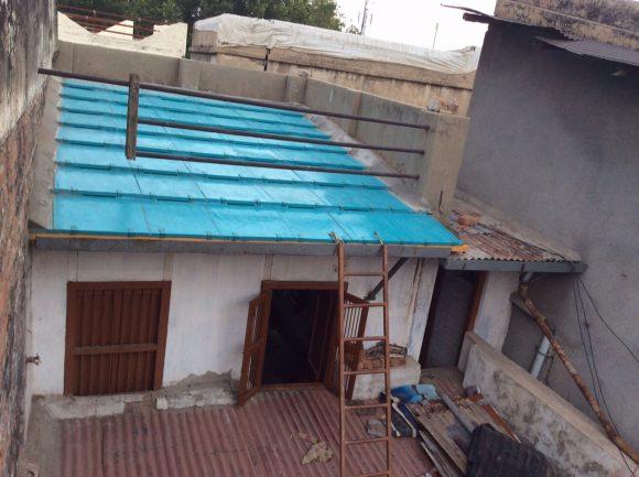 """""""Smysluplná, ekologická a cenově dostupná alternativa proti betonovým a plechovým střechám pro Bangladéš."""" Zdroj: Re-Materials"""