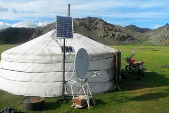"""""""Čistá elektřina změnila život mongolských pastevců k lepšímu."""" Zdroj: Al Jazeera"""