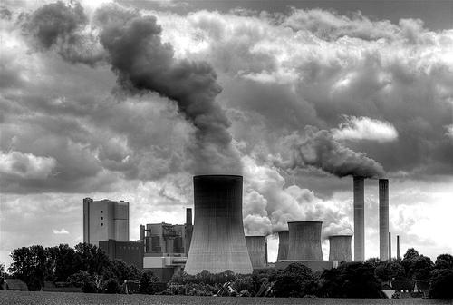 Uhelná elektrárna - právě ty patří mezi největší producenty skleníkových plynů globálně