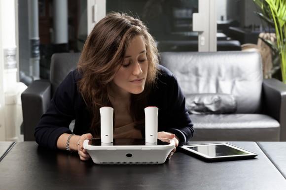 Zařízení, které dokáže posílat a přijímat pachy na dálku - oPhone.