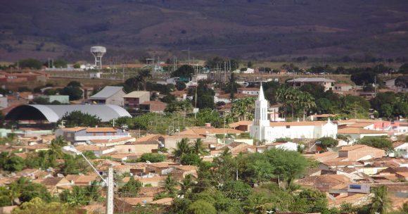 """""""Ospalá vesnice Ribeira do Pauí  se brzy stane brazilským sídlem s největší solární farmou na záhumenku."""" Zdroj: Nova Alternativa"""