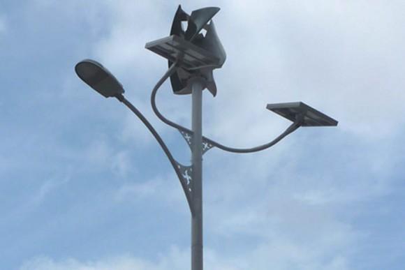 """""""Jen vítr a slunce postačí autonomním lampám a semaforům z UPC ke svícení."""" Zdroj: UPC.edu"""