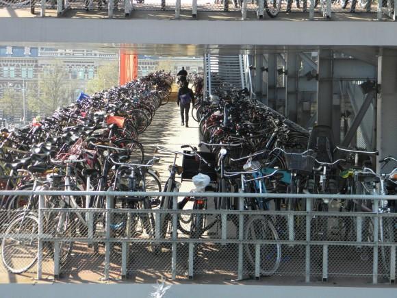 Čtvrtina všech dopravních prostředků na londýnských ulicích jsou jízdní kola. Zdroj: archiv autora