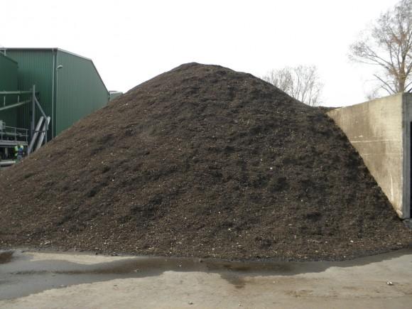 Za jednotkou Energy Garden zůstávají tuny mulčovací kůry a kvalitního kompostu. foto: archiv autora